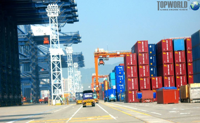 肯尼亚内罗毕集装箱堆场堆积太多货物,海运出口,进出口物流,上海进口货代