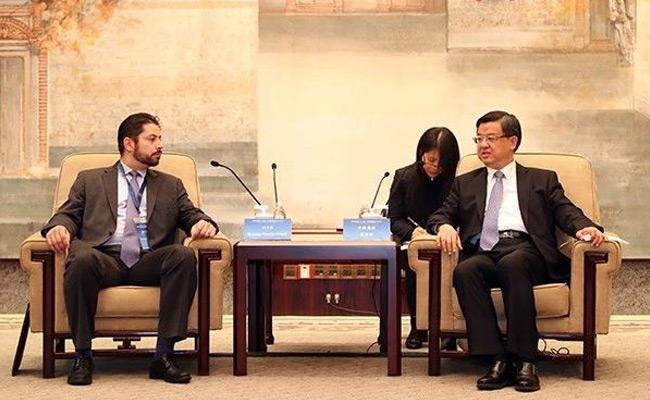 海关总署署长倪岳峰与世界海关组织副秘书