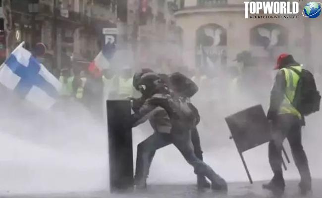 """意大利上演""""反政府""""游行"""