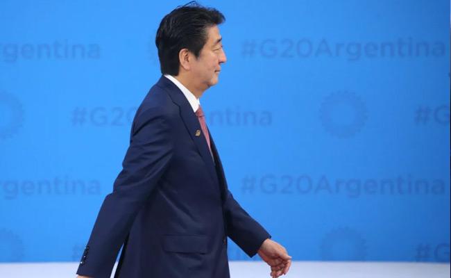 日本首相安倍晋三抵达G20峰会会场